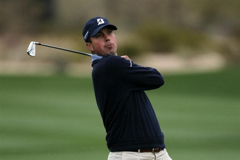 MARANA, AZ - FEBRUARY 26:  Matt Kuchar hits an approach shot on the second hole during the quarterfinal round of the Accenture Match Play Championship at the Ritz-Carlton Golf Club on February 26, 2011 in Marana, Arizona.  (Photo by Andy Lyons/Getty Images)