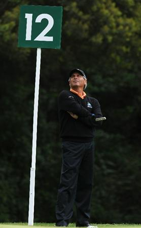 PACIFIC PALISADES, CA - FEBRUARY 18:  Fred Couples ponders during the second round of the Northern Trust Open at Riviera Country Club on February 18, 2011 in Pacific Palisades, California.  (Photo by Stuart Franklin/Getty Images)