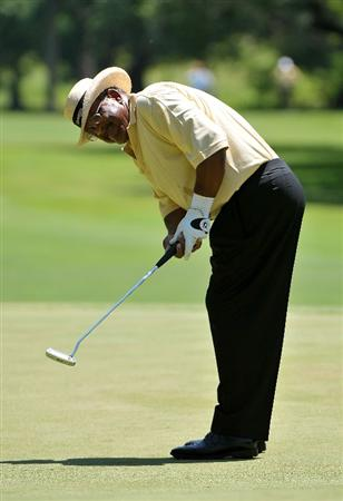 AUSTIN, TX - JUNE 05: Jim Thorpe putts for a birdie on the 3rd hole during the first round of the Triton Financial Classic  held at The Hills Country Club on June 5, 2009 in Austin, Texas. (Photo by Marc Feldman/Getty Images)