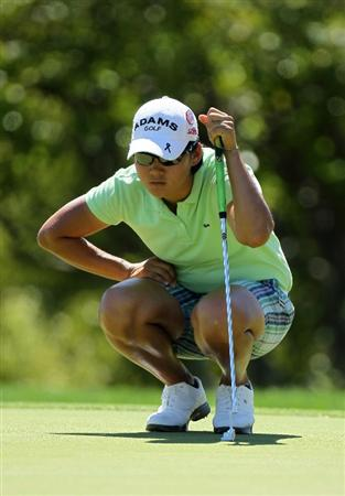 RANCHO MIRAGE, CA - APRIL 01:  Yani Tseng of Taiwan lines up a putt on the 15th hole during the second round of the Kraft Nabisco Championship at Mission Hills Country Club on April 1, 2011 in Rancho Mirage, California.  (Photo by Stephen Dunn/Getty Images)