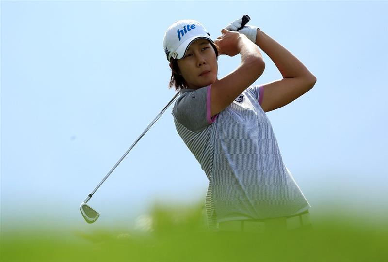 RANCHO MIRAGE, CA - APRIL 02:  Song-Hee Kim of South Korea watches her tee shot at the eighth hole during the second round of the 2010 Kraft Nabisco Championship, on the Dinah Shore Course at The Mission Hills Country Club, on April 2, 2010 in Rancho Mirage, California.  (Photo by David Cannon/Getty Images)