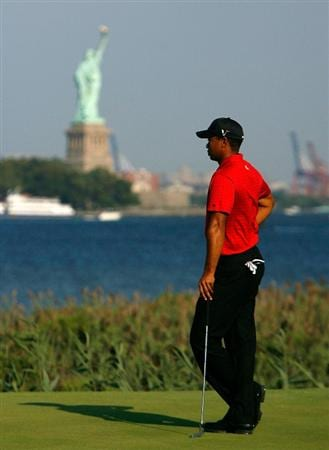 JERSEY CITY, NJ - AUGUST 30:  Tiger Woods waits for his birdie putt on the 14th green during the final round of The Barclays on August 30, 2009 at Liberty National in Jersey City, New Jersey.  (Photo by Kevin C. Cox/Getty Images)