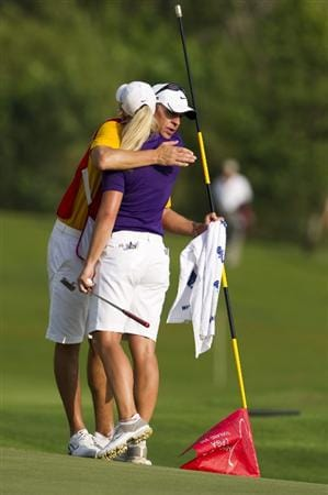CHON BURI, THAILAND - FEBRUARY 21:  Suzann Pettersen of Norway embraces her caddy Dave Brooker on the 18th green during the final round of the Honda PTT LPGA Thailand at Siam Country Club on February 21, 2010 in Chon Buri, Thailand.  (Photo by Victor Fraile/Getty Images)