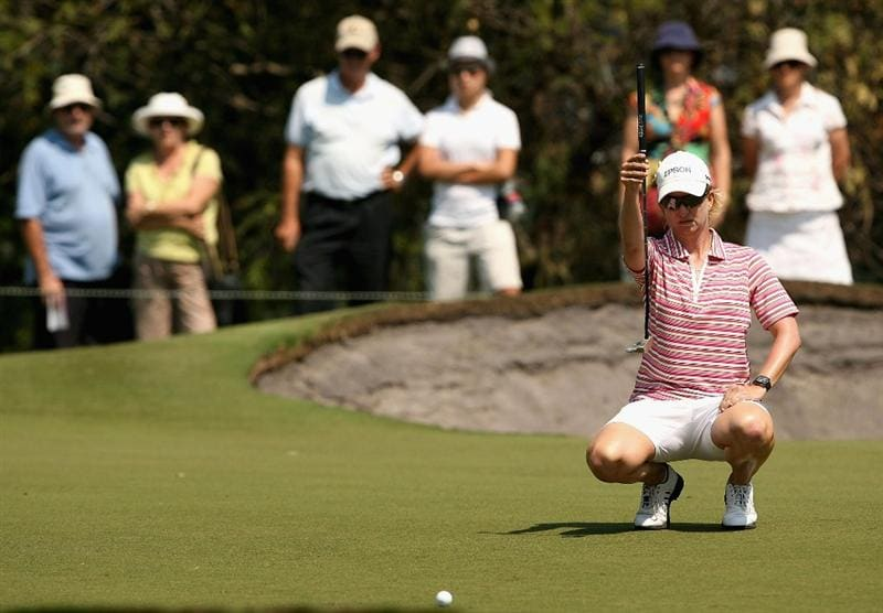 MELBOURNE, AUSTRALIA - FEBRUARY 14:  Karrie Webb of Australia prepares to putt on the sixth hole during day three of the 2009 Women`s Australian Open held at the Metropolitan Golf Club February 14, 2009 in Melbourne, Australia.  (Photo by Robert Prezioso/Getty Images)