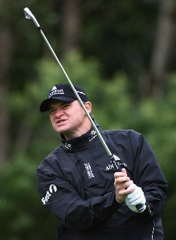 MADEIRA, PORTUGAL - MARCH 20:  Paul Lawrie of Scotland hits a tee shot during Round One of the Madeira Islands Open BPI 2008 at Clube De Golf Santo Da Serra on March 20, 2008 in Madeira, Portugal.  (Photo by Ryan Pierse/Getty Images)