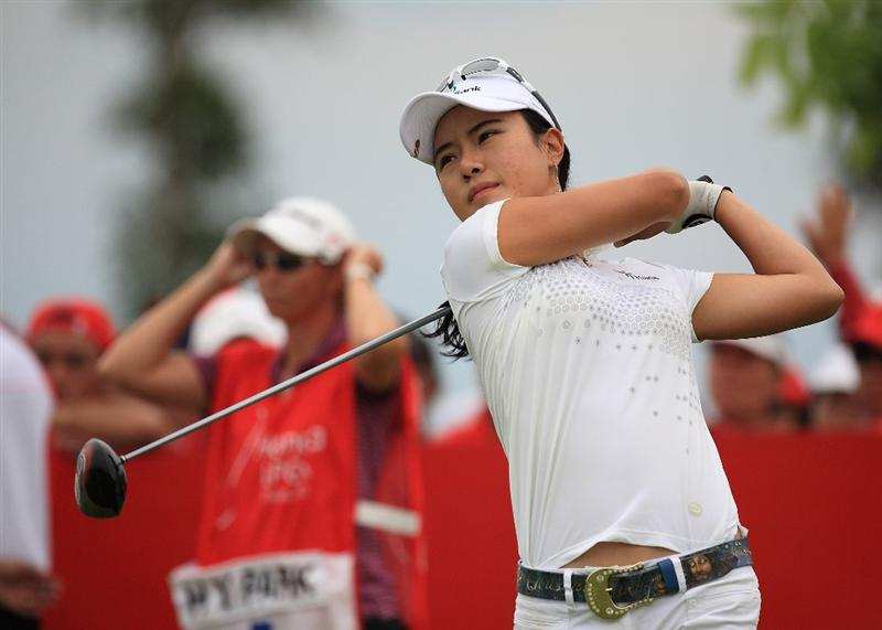 CHONBURI, THAILAND - MARCH 01:  Hee Young Park of South Korea plays her 1st shot on the 1st hole during day four of the Honda LPGA Thailand 2009 at Siam Country Club Plantation on March 01, 2009 in Pattaya, Chonburi, Thailand. (Photo by Chumsak Kanoknan/Getty Images)