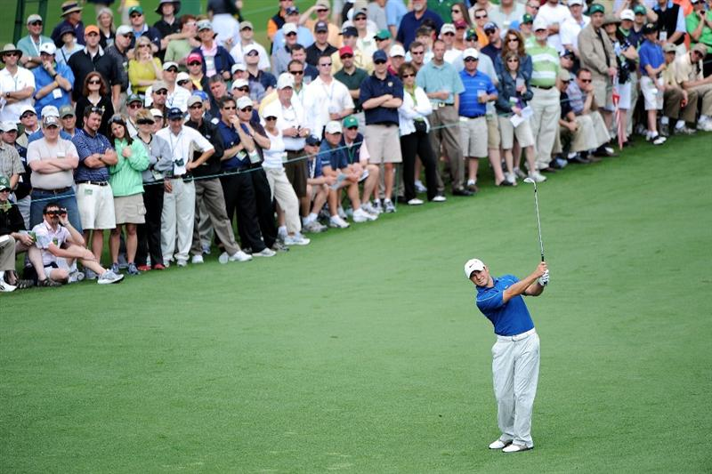 AUGUSTA, GA - APRIL 10:  Trevor Immelman of South Africa hits his approach shot on the second hole during the second round of the 2009 Masters Tournament at Augusta National Golf Club on April 10, 2009 in Augusta, Georgia.  (Photo by Harry How/Getty Images)
