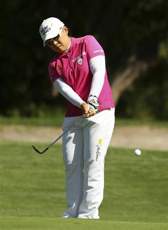MELBOURNE, AUSTRALIA - FEBRUARY 06:  Jiyai Shin of South Korea plays a shot during day four of the Women's Australian Open at The Commonwealth Golf Club on February 6, 2011 in Melbourne, Australia.  (Photo by Lucas Dawson/Getty Images)