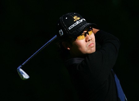 PACIFIC PALISADES, CA - FEBRUARY 15:  Kevin Na watches his tee shot on the 12th hole during the second round of the Northern Trust Open at the Riviera Country Club February 15, 2008 in Pacific Palisades, California.  (Photo by Harry How/Getty Images)