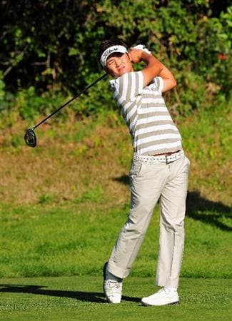 PACIFIC PALISADES, CA - FEBRUARY 19:  Ryuji Imada of Japan plays his tee shot on the 13th hole during the first round of the Northern Trust Open at the Riviera Country Club February 19, 2009 in Pacific Palisades, California.  (Photo by Stuart Franklin/Getty Images)