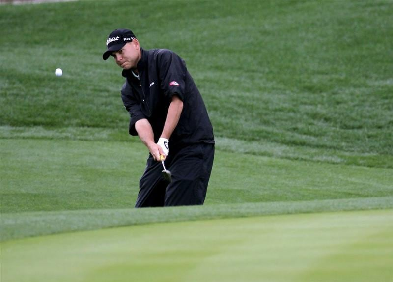 LA QUINTA, CA - JANUARY 22:  Bill Haas chips onto the 18th green at Silver Rock Resort during the second round of the Bob Hope Classic on January 22, 2010 in La Quinta, California.  (Photo by Stephen Dunn/Getty Images)