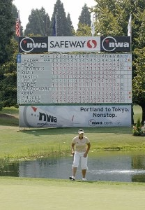 Jee Young Lee lines up a putt on the 18th green during the first round of the Safeway Classic at Columbia-Edgewater Country Club in Portland, Oregon on August 18, 2006.Photo by Al Messerschmidt/WireImage.com