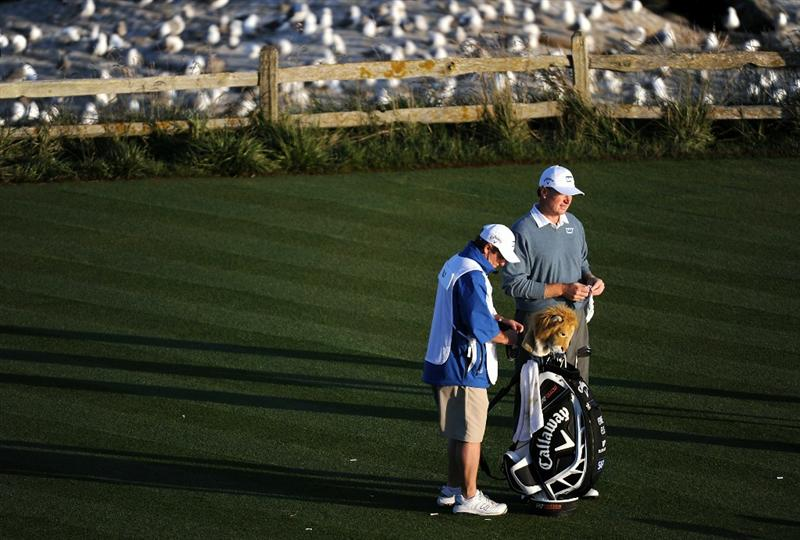 PEBBLE BEACH, CA - JUNE 19:  Ernie Els of South Africa waits with his caddie Ricci Roberts on the 18th tee during the third round of the 110th U.S. Open at Pebble Beach Golf Links on June 19, 2010 in Pebble Beach, California.  (Photo by Harry How/Getty Images)
