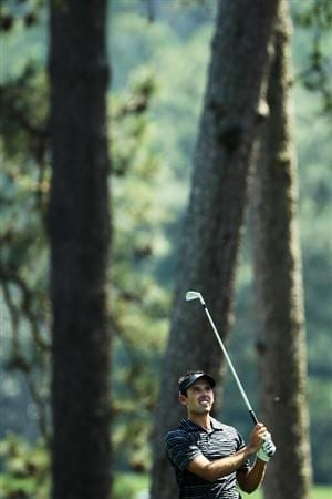AUGUSTA, GA - APRIL 10:  Charl Schwartzel of South Africa watches approach shot on the first hole during the final round of the 2011 Masters Tournament at Augusta National Golf Club on April 10, 2011 in Augusta, Georgia.  (Photo by Jamie Squire/Getty Images)