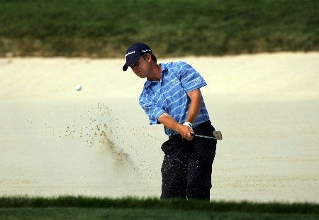 OAKMONT, PA - JUNE 17:  David Toms hits a shot out of a bunker on the eighth hole during the final round of the 107th U.S. Open Championship at Oakmont Country Club on June 17, 2007 in Oakmont, Pennsylvania.  (Photo by Chris McGrath/Getty Images)