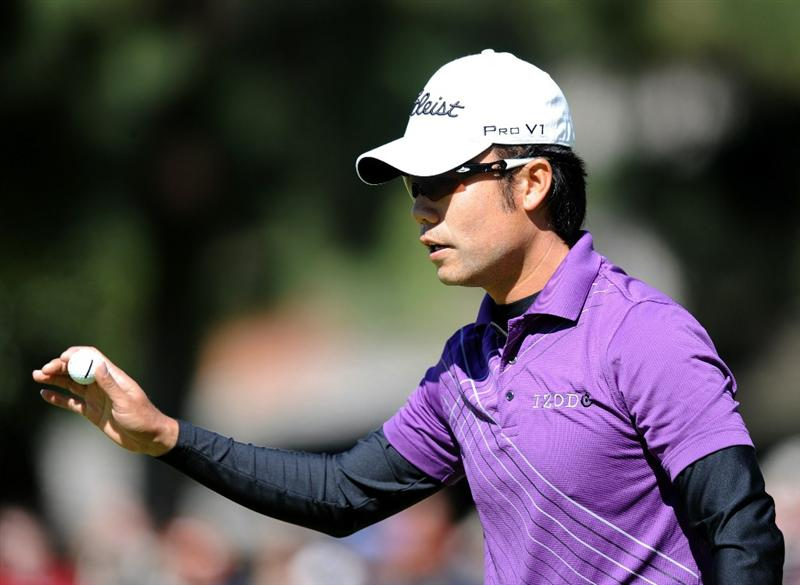 PACIFIC PALISADES, CA - FEBRUARY 20:  Kevin Na reacts to his birdie on the first green during the fourth round of the Northern Trust Open at the Riviera Country Club on February 20, 2011 in Pacific Palisades, California.  (Photo by Harry How/Getty Images)