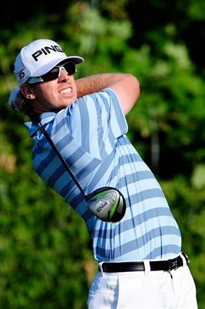 CHASKA, MN - AUGUST 13:  Hunter Mahan watches his tee shot on the tenth tee during the first round of the 91st PGA Championship at Hazeltine National Golf Club on August 13, 2009 in Chaska, Minnesota.  (Photo by Sam Greenwood/Getty Images)