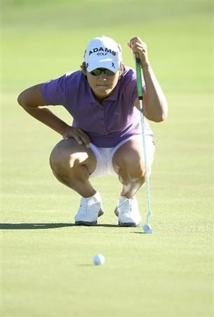 RANCHO MIRAGE, CA - MARCH 31:  Yani Tseng of Taiwan lines up a putt on the first hole during the first round of the Kraft Nabisco Championship at Rancho Mirage Country Club on March 31, 2011 in Rancho Mirage, California.  (Photo by Stephen Dunn/Getty Images)