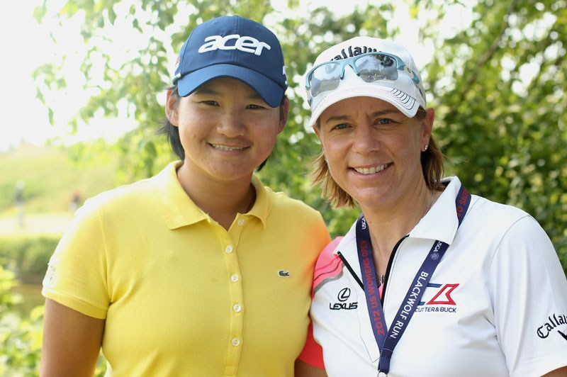 Annika Sorenstam (R) and Yani Tseng