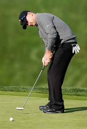 LA JOLLA, CA - FEBRUARY 05:  Rory Sabbatini hits a putt on the 13th hole during the first round of the Buick Invitational at the Torrey Pines South Course on February 5, 2009 in La Jolla, California.  (Photo by Jeff Gross/Getty Images)
