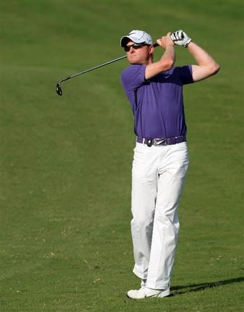 DUBAI, UNITED ARAB EMIRATES - NOVEMBER 19: Simon Dyson of England hits his third shot on the 15th hole during the first round of the Dubai World Championship, on the Earth Course, Jumeirah Golf Estates on November 19, 2009 in Dubai, United Arab Emirates  (Photo by David Cannon/Getty Images)