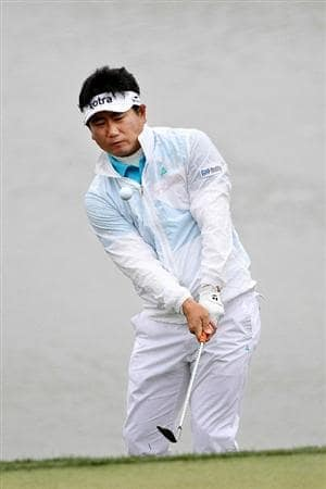 MARANA, AZ - FEBRUARY 26:  Y.E. Yang of South Korea hits his second shot on the third hole during the quarterfinal round of the Accenture Match Play Championship at the Ritz-Carlton Golf Club on February 26, 2011 in Marana, Arizona.  (Photo by Sam Greenwood/Getty Images)