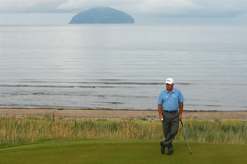 TURNBERRY, SCOTLAND - JULY 16:  Mark O'Meara of USA waits on the 4th green during round one of the 138th Open Championship on the Ailsa Course, Turnberry Golf Club on July 16, 2009 in Turnberry, Scotland.  (Photo by Richard Heathcote/Getty Images)