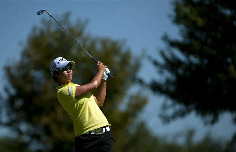 ROGERS, AR - SEPTEMBER 12:  Yani Tseng of Taiwan makes an approach shot on the first hole during the final round of the P&G NW Arkansas Championship at the Pinnacle Country Club on September 12, 2010 in Rogers, Arkansas.  (Photo by Robert Laberge/Getty Images)