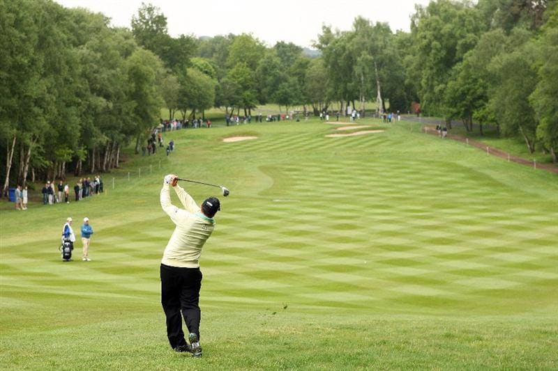 WENTWORTH, ENGLAND - MAY 21:  Ben Curtis of the USA plays his sceond shot into the fourth green during First Round of the BMW PGA Championship at Wentworth on May 21, 2009 in Virginia Water, England.  (Photo by Warren Little/Getty Images)