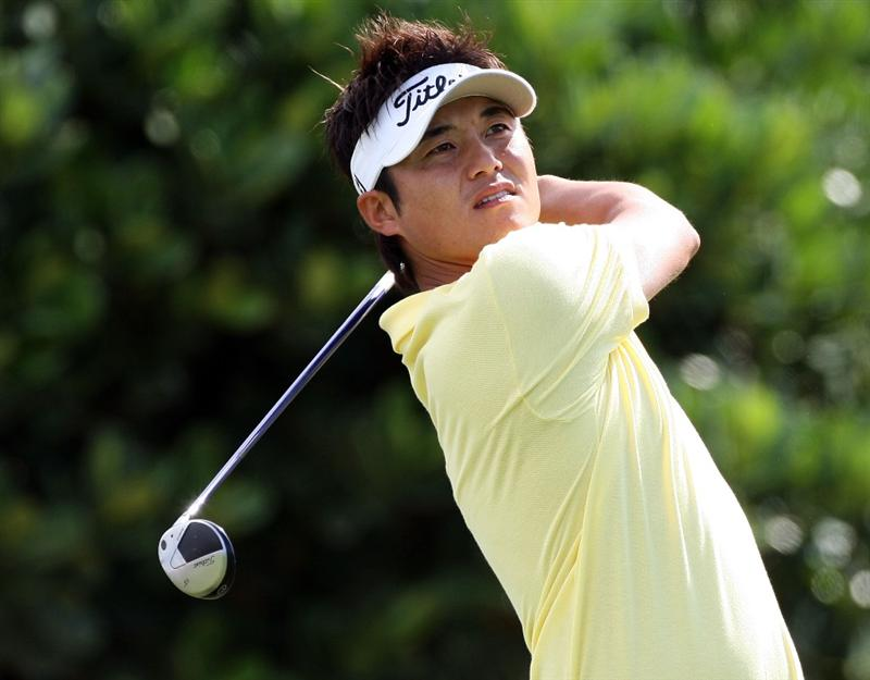 KAPALUA, HI - JANUARY 08:  Ryuji Imada hits a shot during the first round of the Mercedes-Benz Championship at the Plantation Course on January 8, 2009 in Kapalua, Maui, Hawaii.  (Photo by Sam Greenwood/Getty Images)