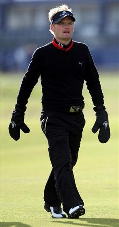 ST ANDREWS, SCOTLAND - OCTOBER 01:  Soren Kjeldsen of Denmark walks towards his ball on the second hole during the first round of The Alfred Dunhill Links Championship at The Old Course on October 1, 2009 in St. Andrews, Scotland.  (Photo by Andrew Redington/Getty Images)