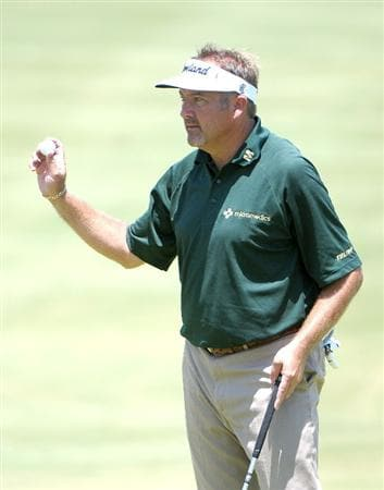 IRVING TX  - MAY 21: Ken Duke salutes the gallery  on the 18th hole  during the first round of  the HP Byron Nelson Championship held at the TPC Four Seasons Resort Las Colinas on May 21, 2009 in Irving, Texas.  (Photo by Marc Feldman/Getty Images)