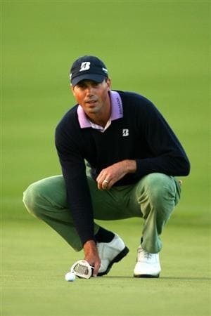 VERONA, NY - OCTOBER 04:  Matt Kuchar lines up a putt on the 17th green during the final round of the 2009 Turning Stone Resort Championship at Atunyote Golf Club held on October 4, 2009 in Verona, New York.  (Photo by Chris Trotman/Getty Images)