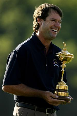 LOUISVILLE, KY - SEPTEMBER 17:  USA team captain Paul Azinger poses with the Ryder Cup during the USA team photo shoot prior to the 2008 Ryder Cup at Valhalla Golf Club on September 17, 2008 in Louisville, Kentucky.  (Photo by Andy Lyons/Getty Images)