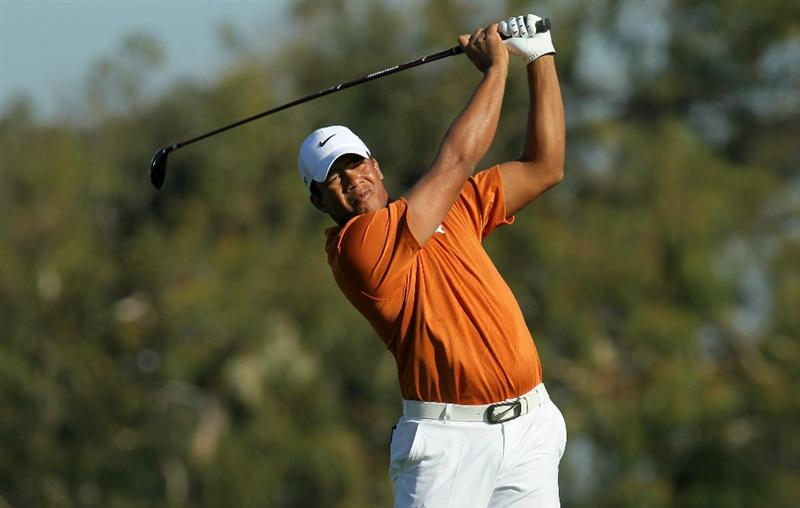 LA JOLLA, CA - JANUARY 29:  Jhonattan Vegas of Venezuela hits his tee shot on the second hole during round three of the Farmers Insurance Open at Torrey Pines South Course on January 29, 2011 in La Jolla, California.  (Photo by Stephen Dunn/Getty Images)