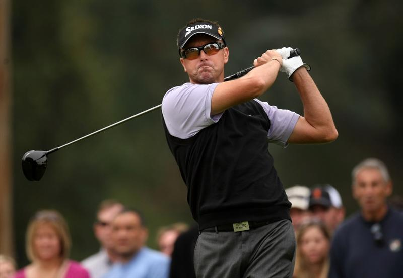 PACIFIC PALISADES, CA - FEBRUARY 21:  Robert Allenby of Australia hits his tee shot on the ninth hole during the third round of the Northern Trust Open on February 21, 2009 at Riviera Country Club in Pacific Palisades, California.  (Photo by Stephen Dunn/Getty Images)