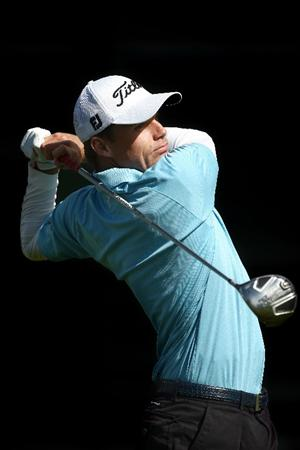 LA JOLLA, CA - FEBRUARY 08:  Nick Watney tees off the 7th hole during the Final Round of the Buick Invitational at the Torrey Pines North Course on February 8, 2009 in La Jolla, California. (Photo by Donald Miralle/Getty Images)