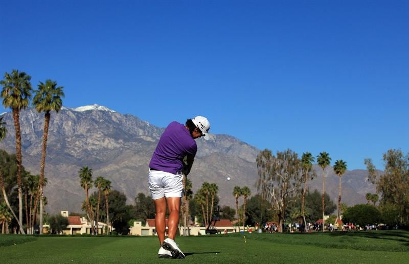 RANCHO MIRAGE, CA - MARCH 31:  Yani Tseng of Taiwan plays her tee shot at the par 3, 5th hole during the first round of the 2011 Kraft Nabisco Championship on the Dinah Shore Championship Course at the Mission Hills Country Club on March 31, 2011 in Rancho Mirage, California.  (Photo by David Cannon/Getty Images)