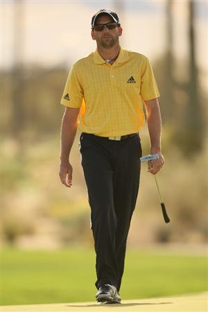 MARANA, AZ - FEBRUARY 20:  Sergio Garcia of Spain walk on the tenth hole during round four of the Accenture Match Play Championship at the Ritz-Carlton Golf Club on February 20, 2010 in Marana, Arizona.  (Photo by Darren Carroll/Getty Images)