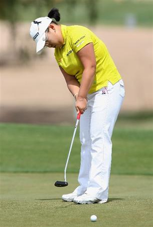 PHOENIX - MARCH 29:  Jiyai Shin of South Korea putts on the first hole green during the fourth round of the J Golf Phoenix LPGA International golf tournament at Papago Golf Course on March 29, 2009 in Phoenix, Arizona.  (Photo by Christian Petersen/Getty Images)