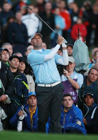 NEWPORT, WALES - OCTOBER 01:  Stewart Cink of the USA hits his approach shot on the 11th hole during the Morning Fourball Matches during the 2010 Ryder Cup at the Celtic Manor Resort on October 1, 2010 in Newport, Wales.  (Photo by Andrew Redington/Getty Images)