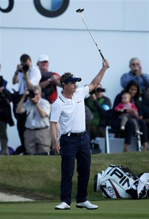 VIRGINIA WATER, ENGLAND - MAY 29:  Luke Donald of England celebrates victory in a playoff on the 18th green during the final round of the BMW PGA Championship  at the Wentworth Club on May 29, 2011 in Virginia Water, England.  (Photo by Warren Little/Getty Images)