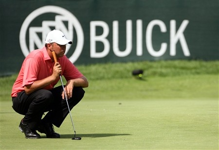 GRAND BLANC, MI - JUNE 26:  Bo Van Pelt lines up his putt on the sixteenth hole during the first round at the Buick Open at Warwick Hills Country Club on June 26, 2008 in Grand Blanc, Michigan.  (Photo by Marc Serota/Getty Images)