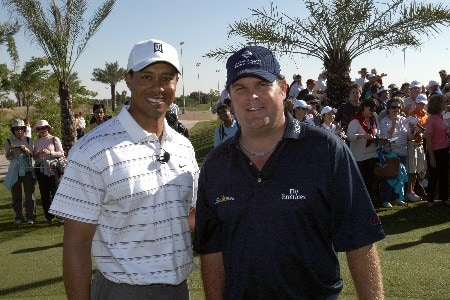 DUBAI, UNITED ARAB EMIRATES - JANUARY 29: Ross Bain of Scotland (right) meets Tiger Woods of the USA during the Dubai Desert Classic Challenge Match, on January 29, 2007 in Dubai, United Arab Emirates.  (Photo by David Cannon/Getty Images)