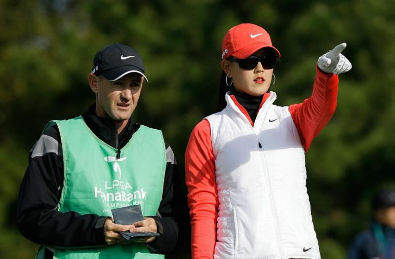 INCHEON, SOUTH KOREA - OCTOBER 31:  Michelle Wie of United States points during the 2010 LPGA Hana Bank Championship at Sky 72 Golf Club on October 31, 2010 in Incheon, South Korea.  (Photo by Chung Sung-Jun/Getty Images)