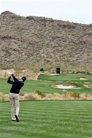 MARANA, AZ - FEBRUARY 26:  Matt Kuchar hits his tee shot on the 15th hole during the quarterfinal round of the Accenture Match Play Championship at the Ritz-Carlton Golf Club on February 26, 2011 in Marana, Arizona.  (Photo by Sam Greenwood/Getty Images)