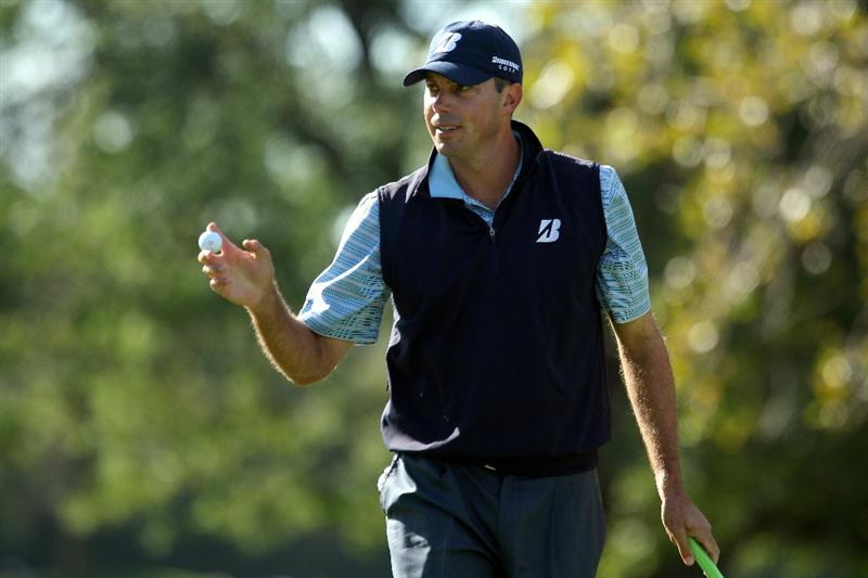 LEMONT, IL - SEPTEMBER 09:  Matt Kuchar waves to the gallery on the 11th green during the first round of the BMW Championship at Cog Hill Golf & Country Club on September 9, 2010 in Lemont, Illinois.  (Photo by Scott Halleran/Getty Images)