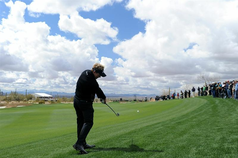 MARANA, AZ - FEBRUARY 27:  Luke Donald of England hits his second shot on the second hole during the final round of the Accenture Match Play Championship at the Ritz-Carlton Golf Club on February 27, 2011 in Marana, Arizona.  (Photo by Stuart Franklin/Getty Images)