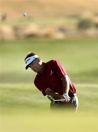 SCOTTSDALE, AZ - FEBRUARY 1: Kenny Perry pitches onto the eighteenth green during the final round of the FBR Open on February 1, 2009 at TPC Scottsdale in Scottsdale, Arizona.  Perry went on to win on the third playoff hole. (Photo by Stephen Dunn/Getty Images)