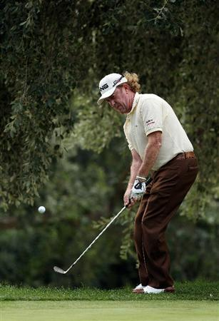 SOTOGRANDE, SPAIN - OCTOBER 31:  Miguel Angel Jimenez of Spain chips onto the 5th green during the final round of the Andalucia Valderrama Masters at Club de Golf Valderrama on October 31, 2010 in Sotogrande, Spain.  (Photo by Richard Heathcote/Getty Images)